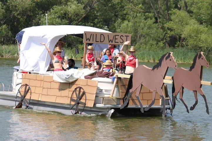 Lake Sarah Minnesota Usa Pontoon Boat Decor Pontoon Boat Party Boat Parade