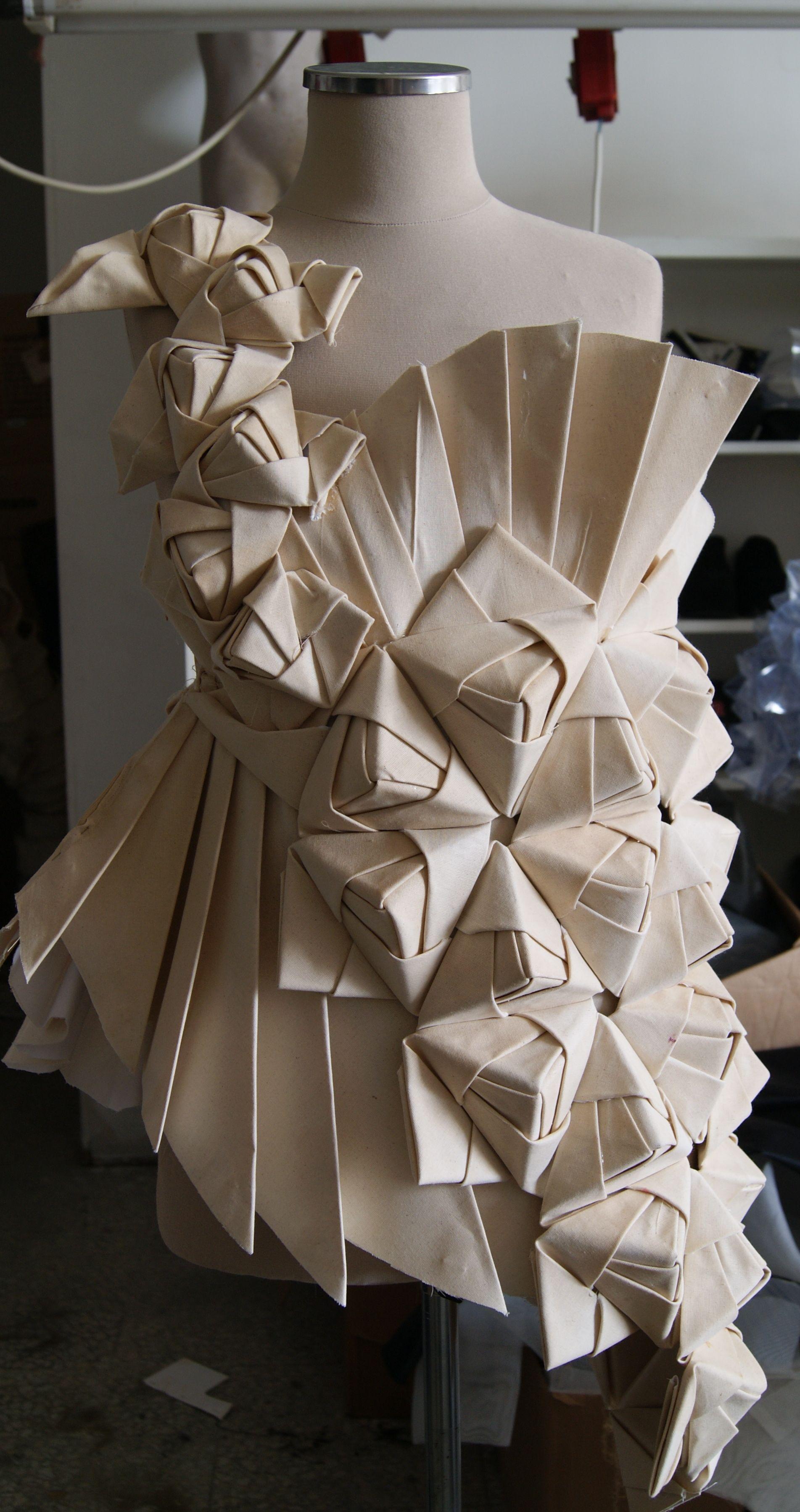 Origami origami pinterest robes longues de soir e moulage et robe long - Robe en origami ...