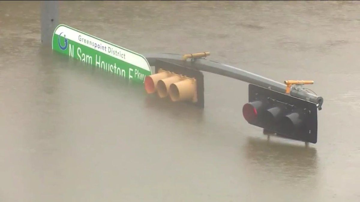 Intersection Along San Houston Pkwy In Houston