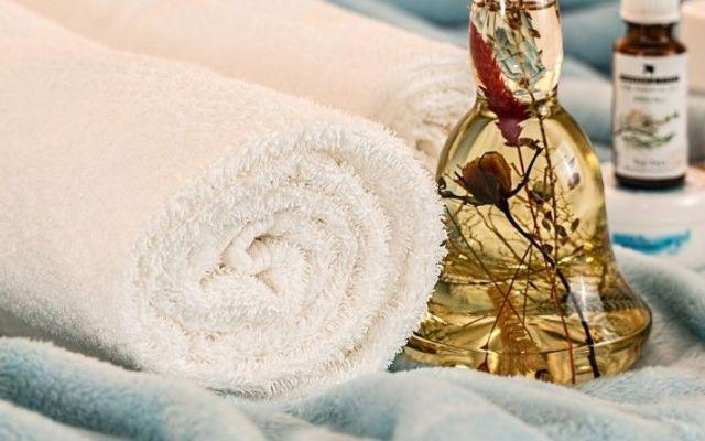 Ecco Come usare gli Oli Essenziali per Migliorare il Sonno Mentre ci sono tanti modi meravigliosi e terapeutici duso dellaromaterapia in questo articolo ved salute sonno oli essenziali