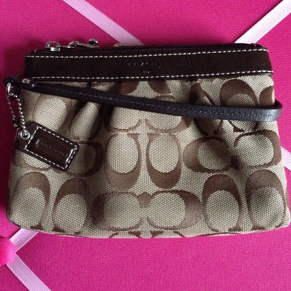 Authentic Coach Wristlet Gently used.. Great wristlet for phone/cards :) Coach Bags Clutches & Wristlets