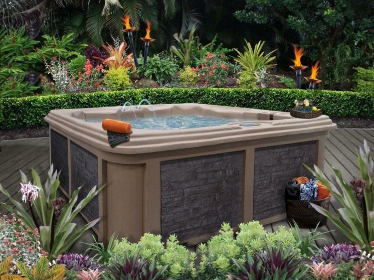 Whirlpool im Garten - stilvolles Design im Natur-Look Sauna - whirlpool im garten