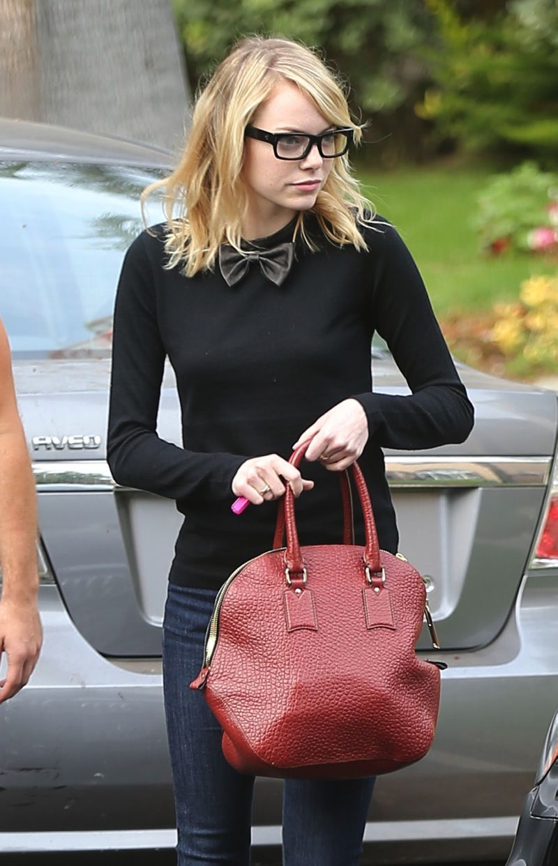 42c846912207 Emma Stone. Glasses. Bow tie. Yes please.