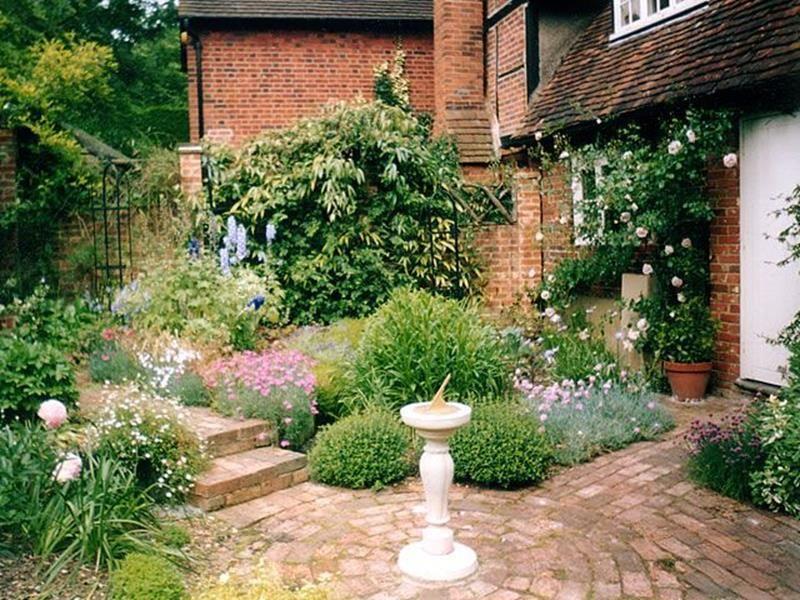 30 Beautiful Small Cottage Gardens Design Ideas Viral Decoration Cottage Garden English Garden Design Country Cottage Garden