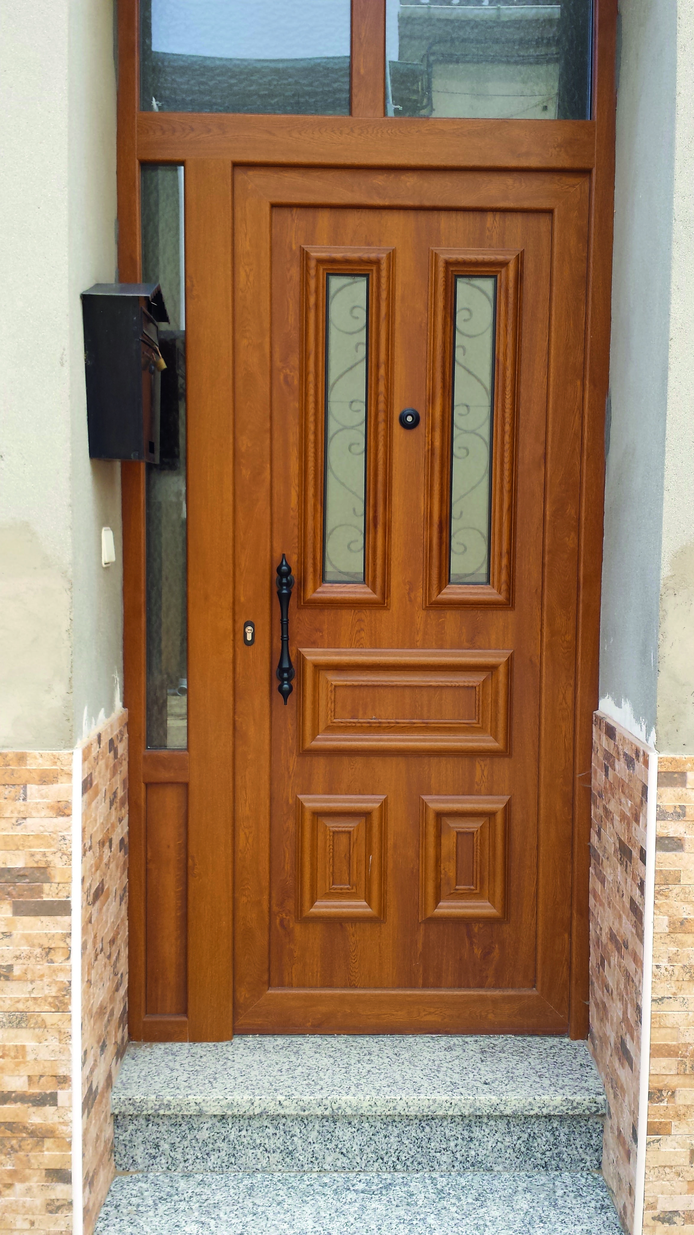 Antiga r stica 6 indupanel paneles puertas antiga for Puertas de madera para casas de campo