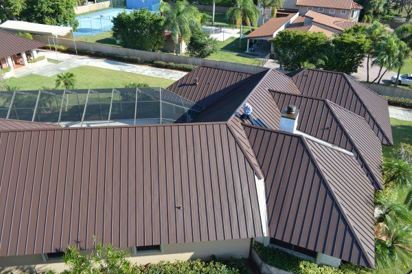 This Kendall Fl Roof Just Received An Exquisite Standing Seam Metal Roof Makeover The Most Professional Met Metal Roof Standing Seam Metal Roof Standing Seam