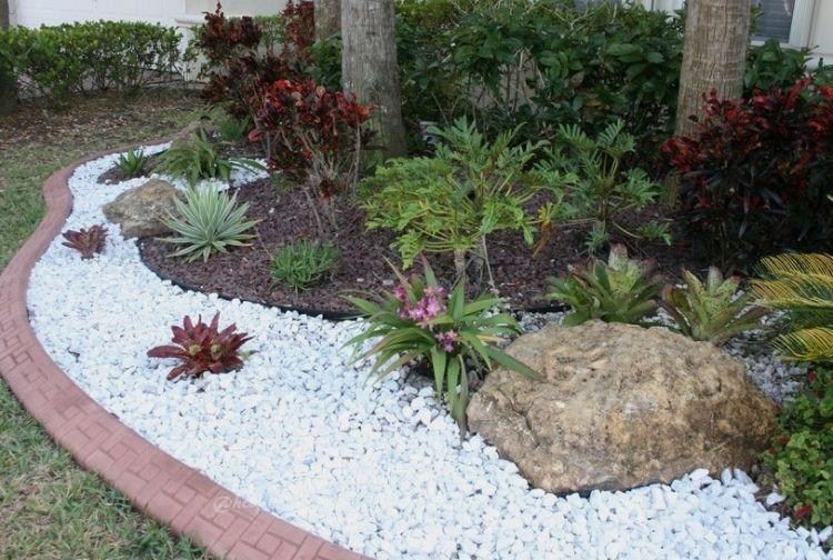rote beetumrandung, weißer kies und mulch im blumenbeet   garden, Hause und garten