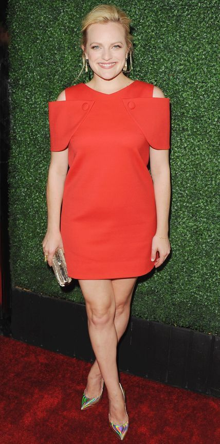 Elisabeth Moss - Petite celebrities with style. Re-pin via petitestyleonline.com