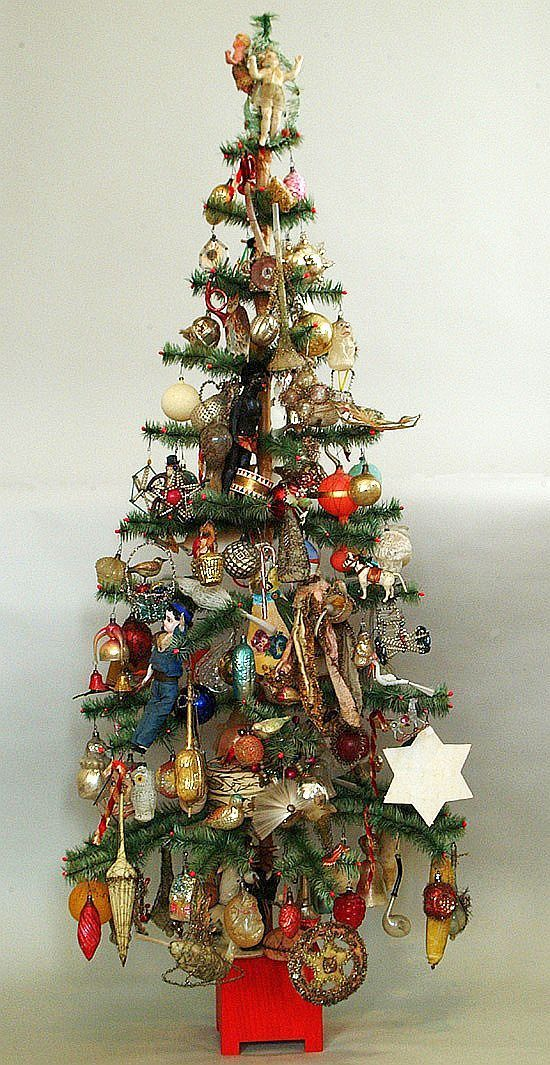 Feather tree with beautiful old ornaments antique for Nostalgische weihnachtskugeln