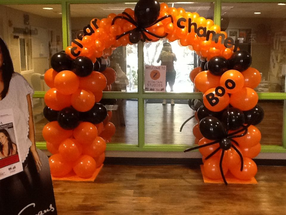 Boo arch 105 5 the beat radio station balloon for Balloon decoration for halloween