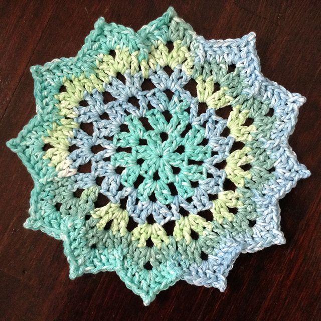 Free Pattern: Pretty Petals Dishcloth