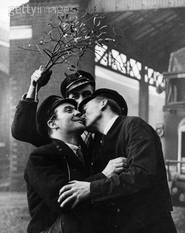A Christmas Kiss Under The Misletoe Christmas Past Photo