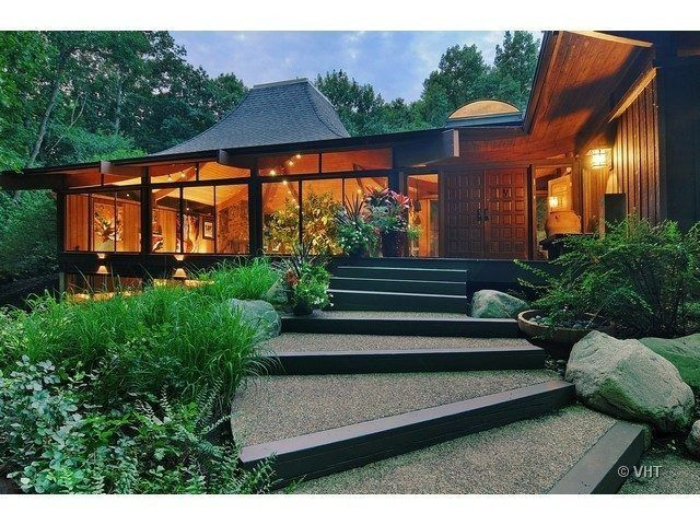 Pagoda Style Palace Wsj S House Of The Year Gets Huge Chop House Mansions Inspired Homes