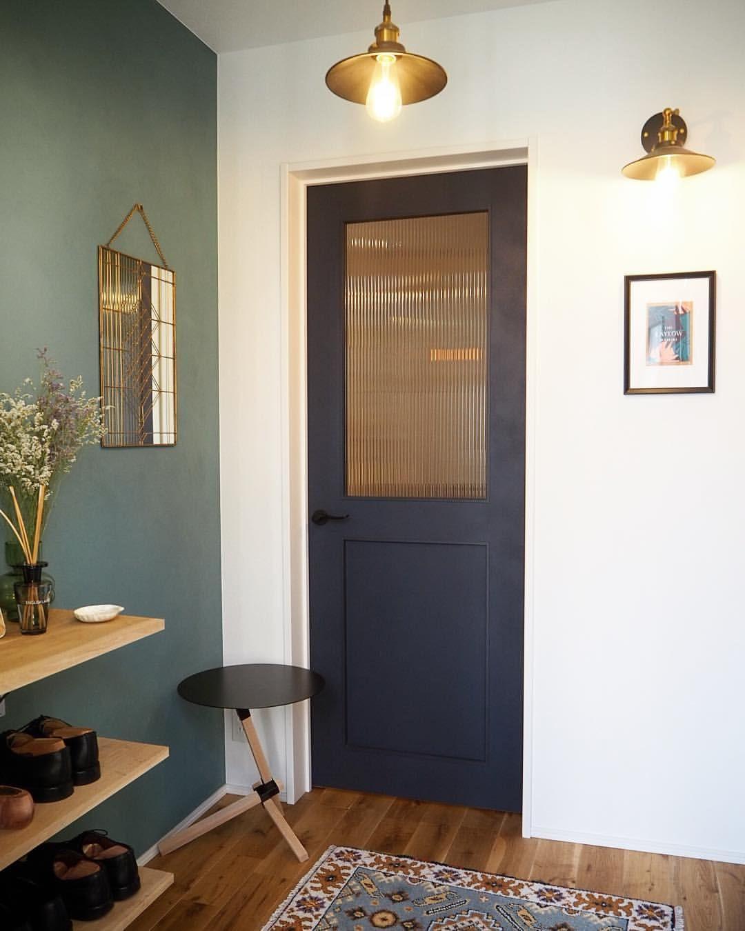 いいね 1 212件 コメント16件 Myhome Lifestyle Atsuko 真鍮表札さん Ma Home0211 のinstagramアカウント 玄関から見たリビングドア リビングドアは リクシル の ヴィンティア のネイビー ブラケット おしゃれ ドア リビングドア リビング ドア 引き戸