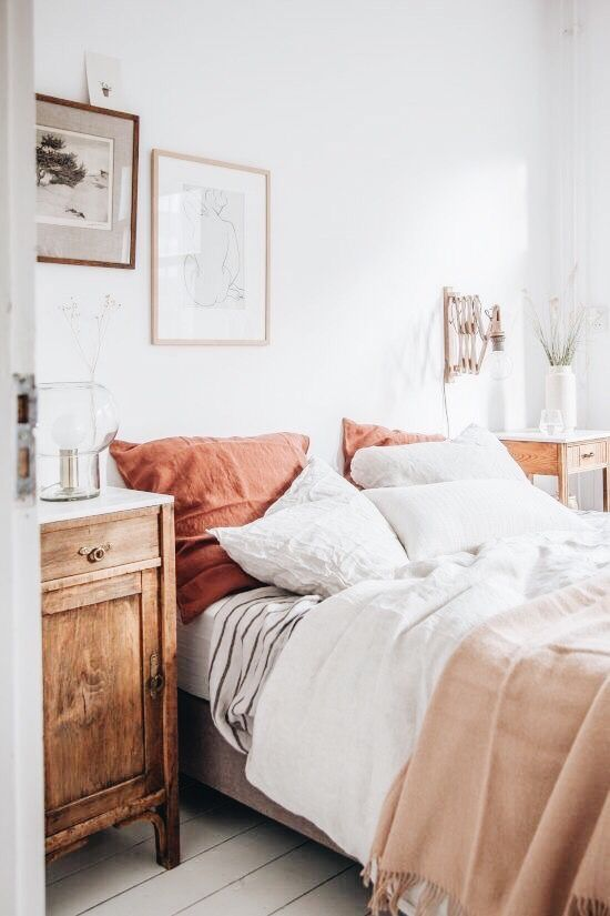 boho bedroom decor with blush, rust, orange and grey bedding. easy bed styling. bedroom for couples, teens or women.