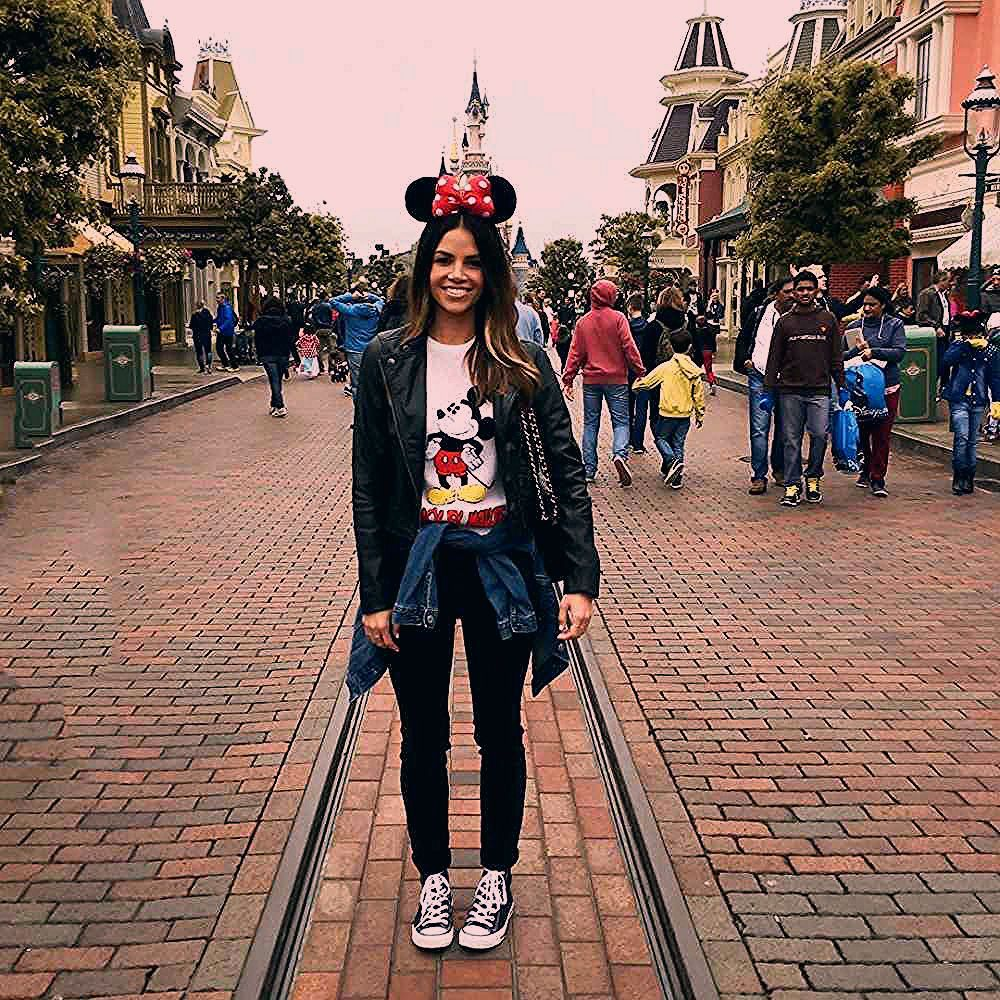 Photo of What People Wear To Disney Parks Around The World