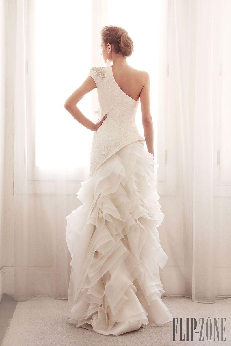 Gemy Maalouf Coleção 2014 - Nupcial - http://pt.flip-zone.com/fashion/bridal/couture/gemy-maalouf-4528