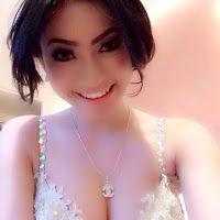 Foto Selfie Amel Alvi Di Facebook Twitter Dan Instagram Tanpa Sensor Nah Ini Dia Yang Ditu