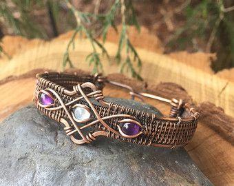 Dies ist ein schön komplizierte Draht Wickel-Armband, die ich ...