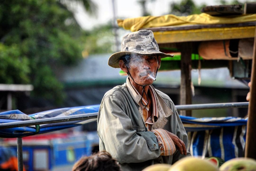 Retratos del Mekong. Can tho Vietnam. #traveling #travel #vietnam #cantho #asia #exotic #river #wanderlust #rio #smoke #tobacco #fumar #man #viajar #viaje #picoftheday #travelphotography #lifestyle #travelgram #love #instatravel #viajeros #amor #amazing #culture #couple #couples