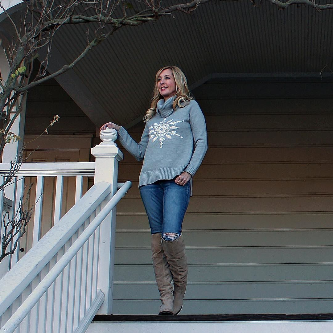 Another shot from my recent weekend trip to Napa!  Take me back!  It's pouring rain here today!  #SHOPSTYLEit shopstyle.it/dxNnn #sfbaystyletravels #visitnapavalley #ootd #ootdshare #oversizedsweater #snowflakesweater #weekendtrip #calistoga #winecountry #winecountryliving #sfbaystyledaily #winetasting #wineries #winerytour #winterstyle #exploringnapavalley #winterfashion  @briii_43 by haycons