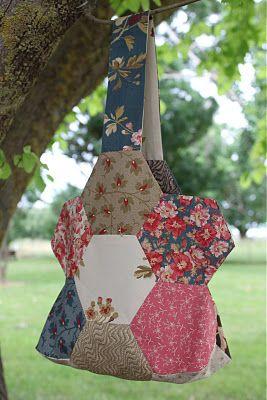 Hexagon Flower BagTutorial on the Moda Bake Shop. http://www.modabakeshop.com