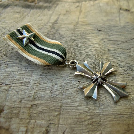 Military Green Yellow Strip color Ribbon Silver Star Silver Cross Medal Badge Custom Jewelry with safety pin for clothing decoration