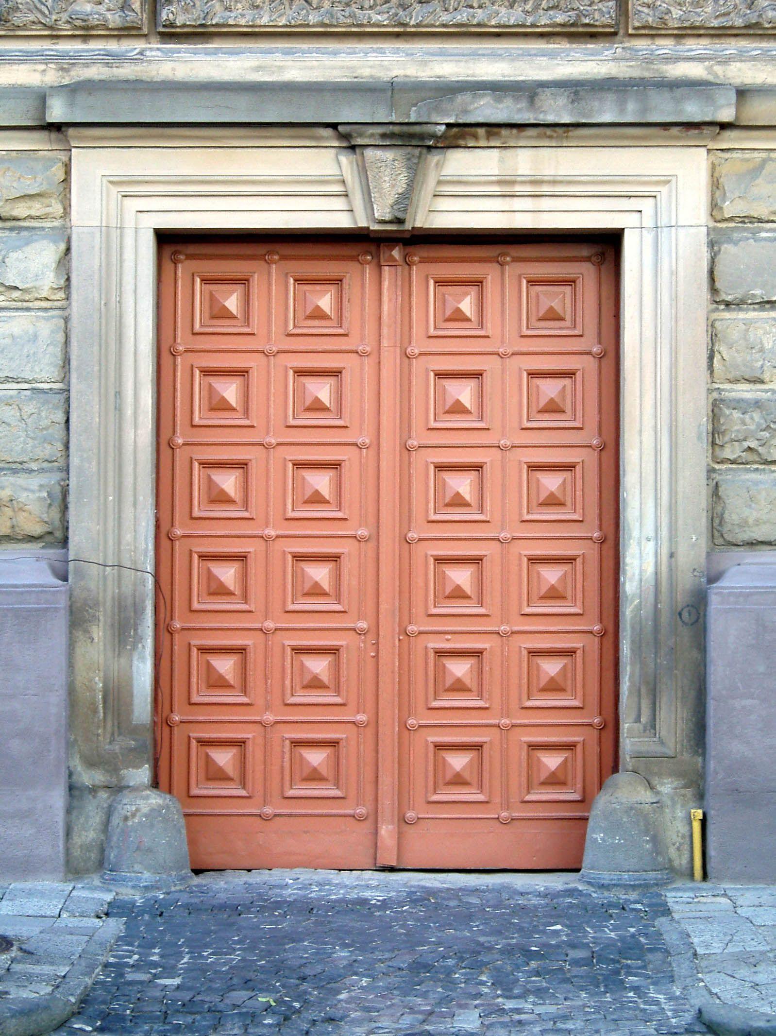 Coral Door File 2 Hryhorenka Square Lviv Ukraine Coral Front Doors Doors Coral Door
