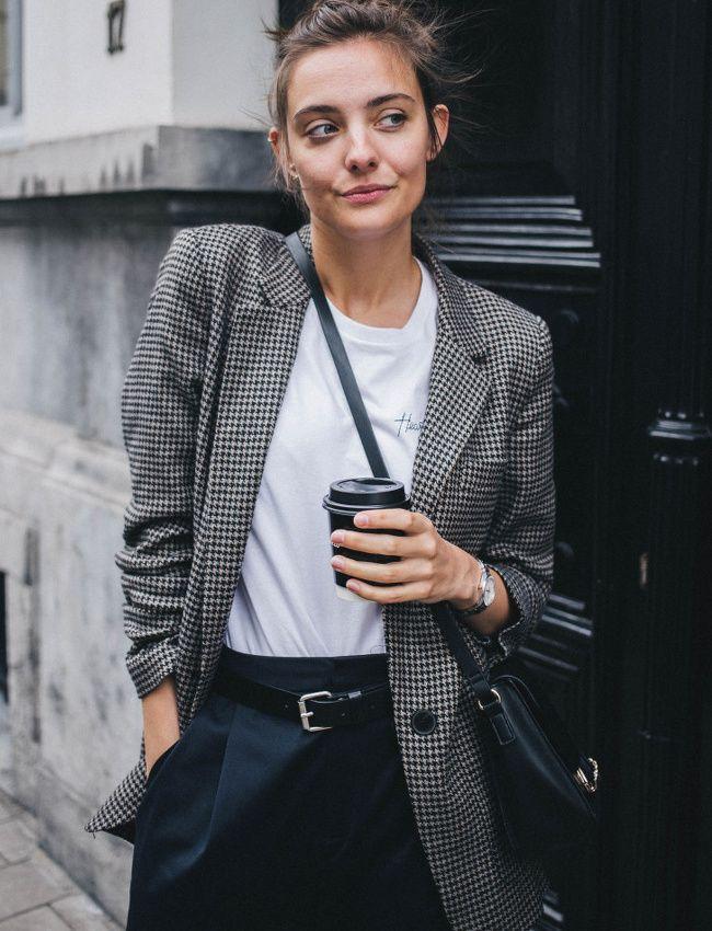 Blazer pied-de-poule + tee-shirt blanc = le bon mix (photo Polienne)