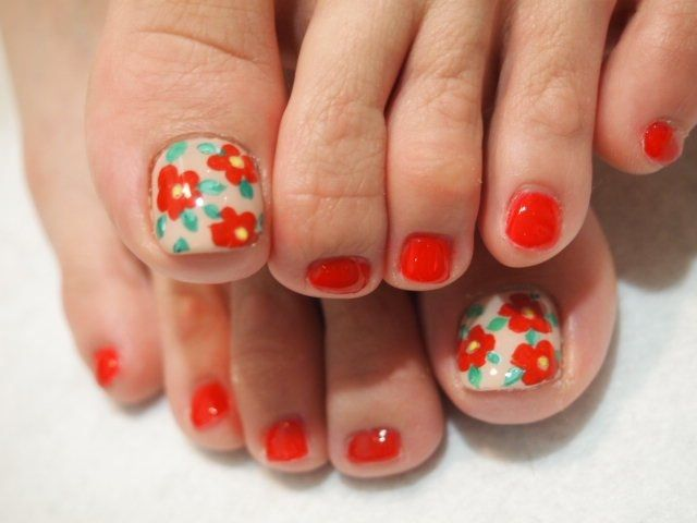 Crafty Pedicure Nail Art Designs; looks easy. I think I can do this ...