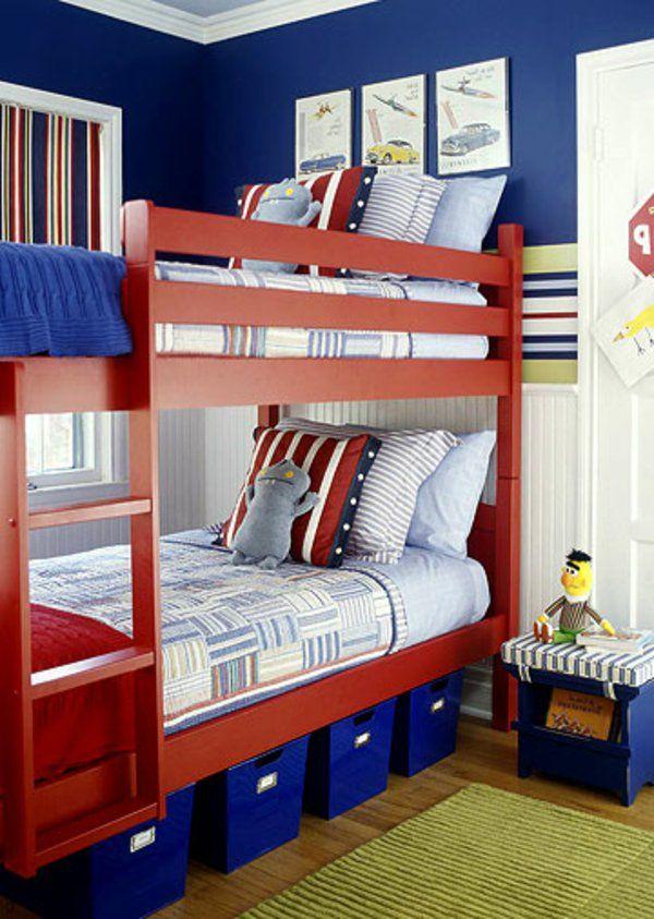 suspenss lits pour garcon bleu et rouge couleurs peiture coussins et botes de rangement