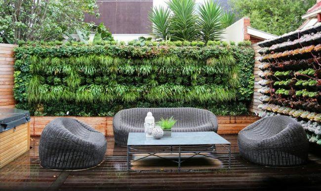 Fesselnd Gartengestaltung Kleine Garten Sichtschutz Vertikale Begruennung Sitzmoebel