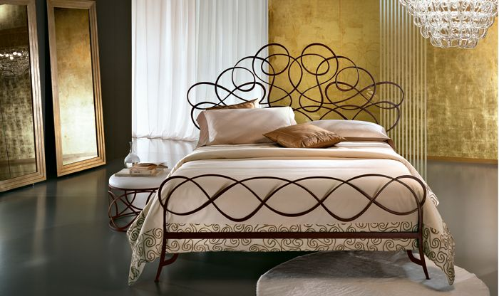 Pin By Kay Peebles On Perchance To Dream Wrought Iron Beds Iron