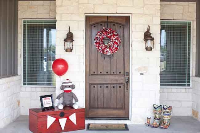 sock monkey boy's first birthday party - the details of this party are amazing as mom decorated from head to toe! love. every. detail. www.spaceshipsandlaserbeams.com