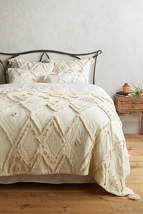 Aldalora Quilt By Anthropologie Bedroom Design Apartment