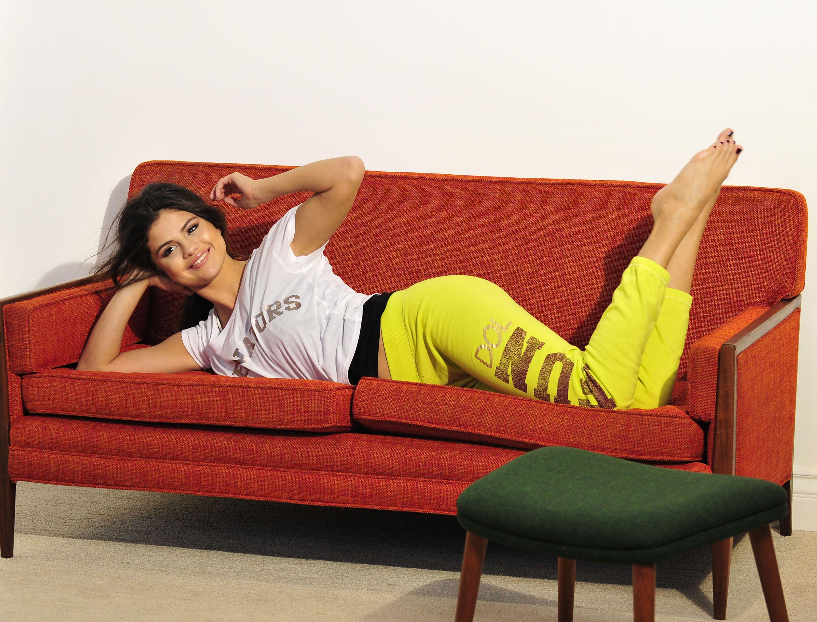 Selena Gomez Feet 1389576 Jpg 3 150 2 400 P Xeles Pieds Pinterest # Gabriela Gez Muebles
