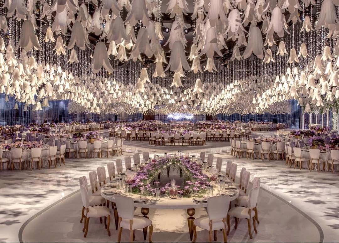 Wow This Is The Definition Of Grand Wedding Designlabexperience Yang Berasal Dari Dubai Ini M Dekorasi Resepsi Pernikahan Dekorasi Pernikahan Tema Pernikahan
