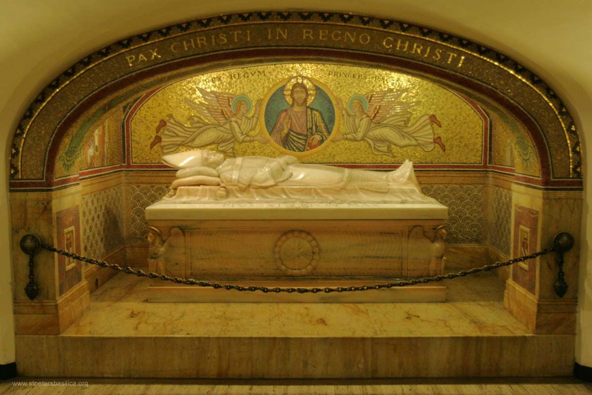 21. Popes Tombs, St Peters Basilica St peters basilica