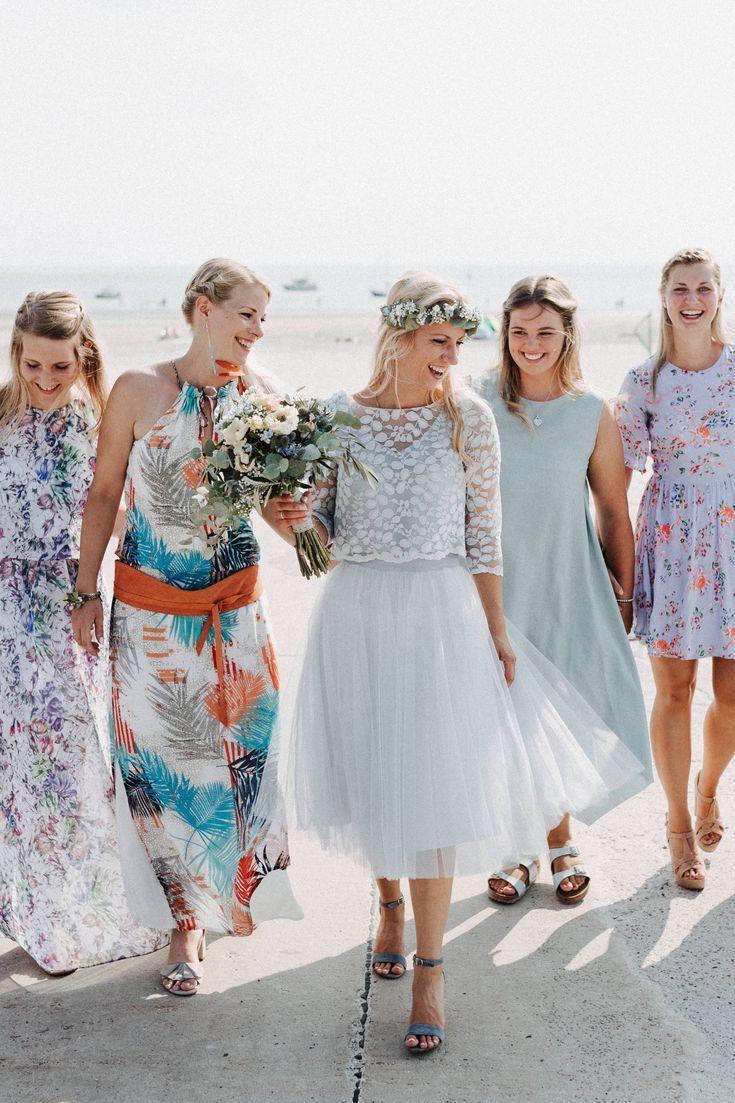 Kurzes Brautkleid mit Tüllrock und Spitzentop in Blau  Brautkleid
