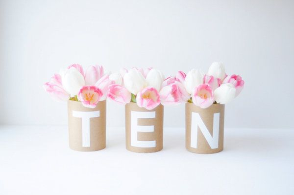 Have you ever?! Great idea for a table setting ... +Flowers via Project Wedding by way of Creature Comforts blog+