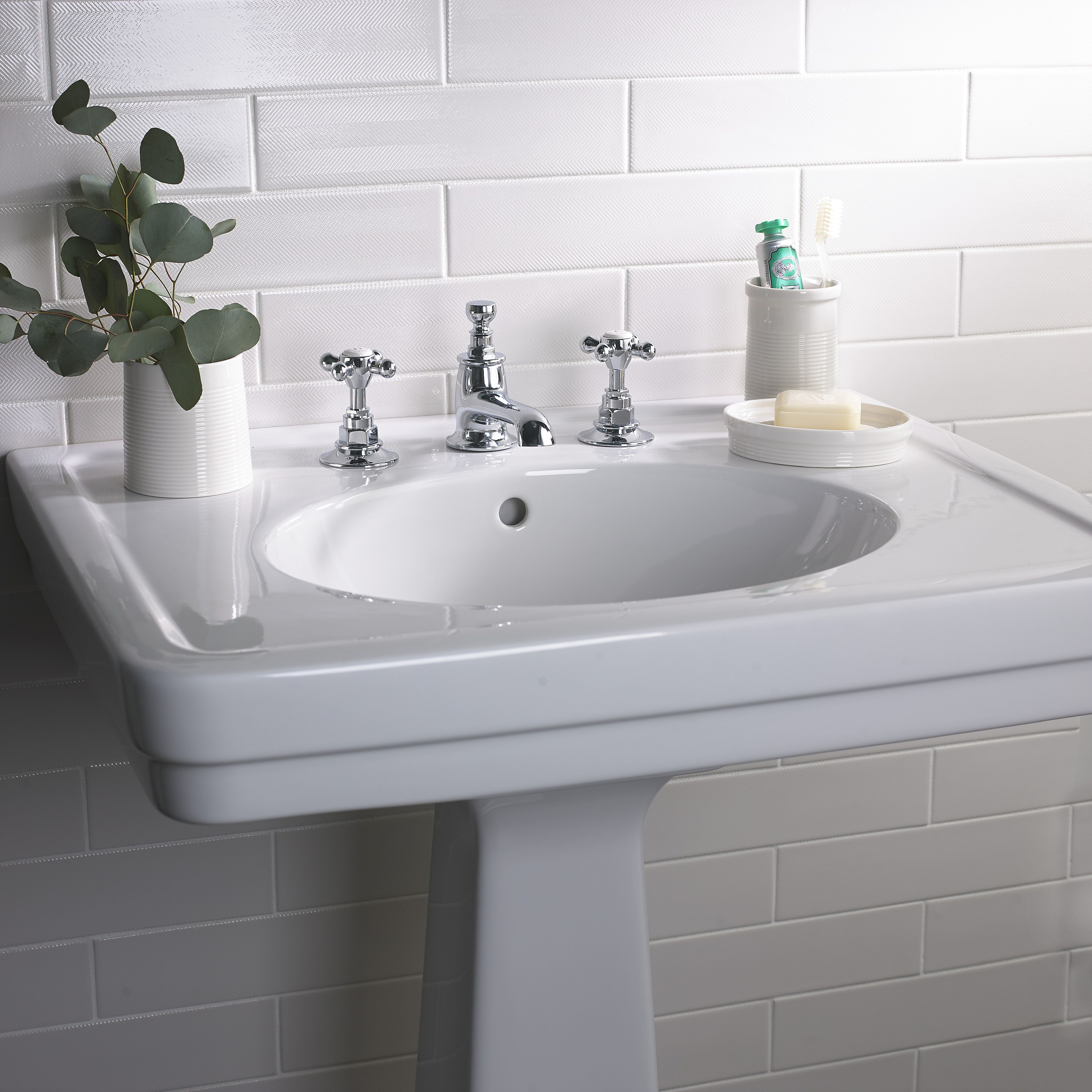 Alden Fine Fire Clay Vitreous China Single Pedestal Lavatory Sink Simple Bathroom Designs Classic Bathroom Design Bathroom Faucets Chrome
