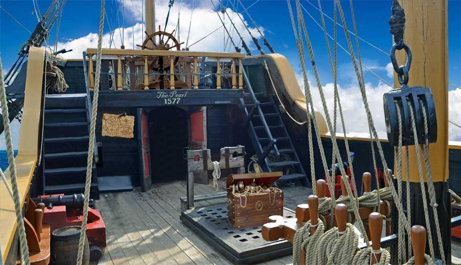 Pirate Ship Deck Google Search Pirates Pirate Boats