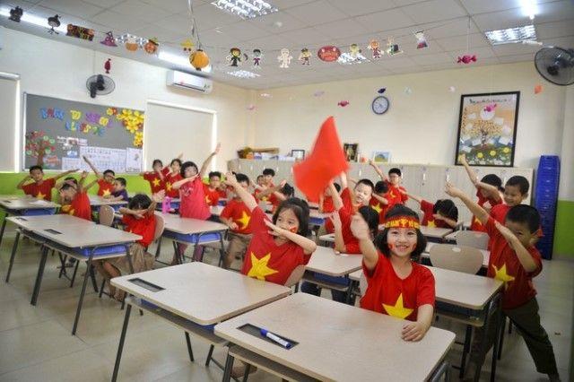 Áo cờ đỏ sao vàng trường Tiểu học - THCS FPT - Hình 1