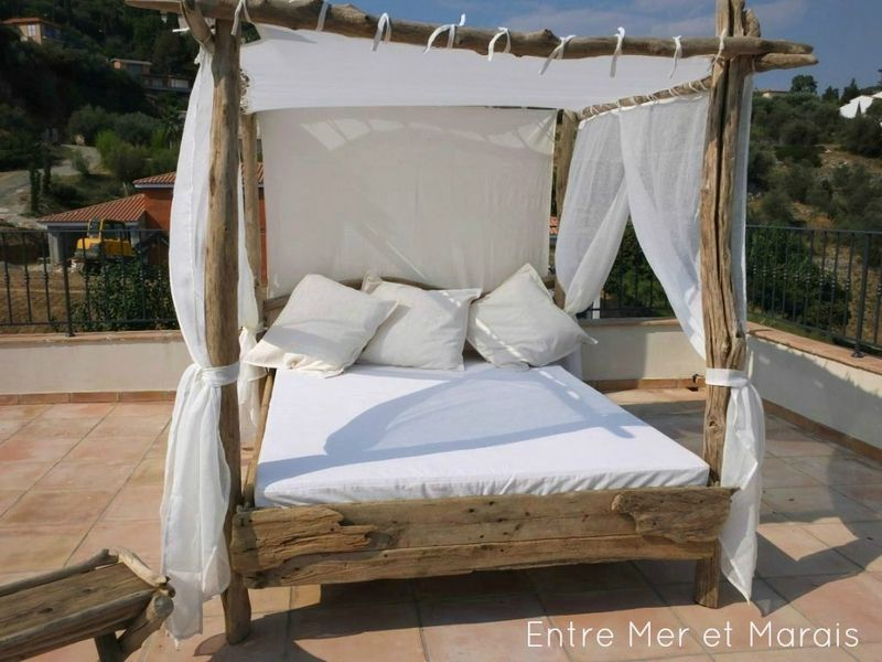 lit de jardin bois flotte 4 palettes pinterest lit de jardin lits et bois. Black Bedroom Furniture Sets. Home Design Ideas