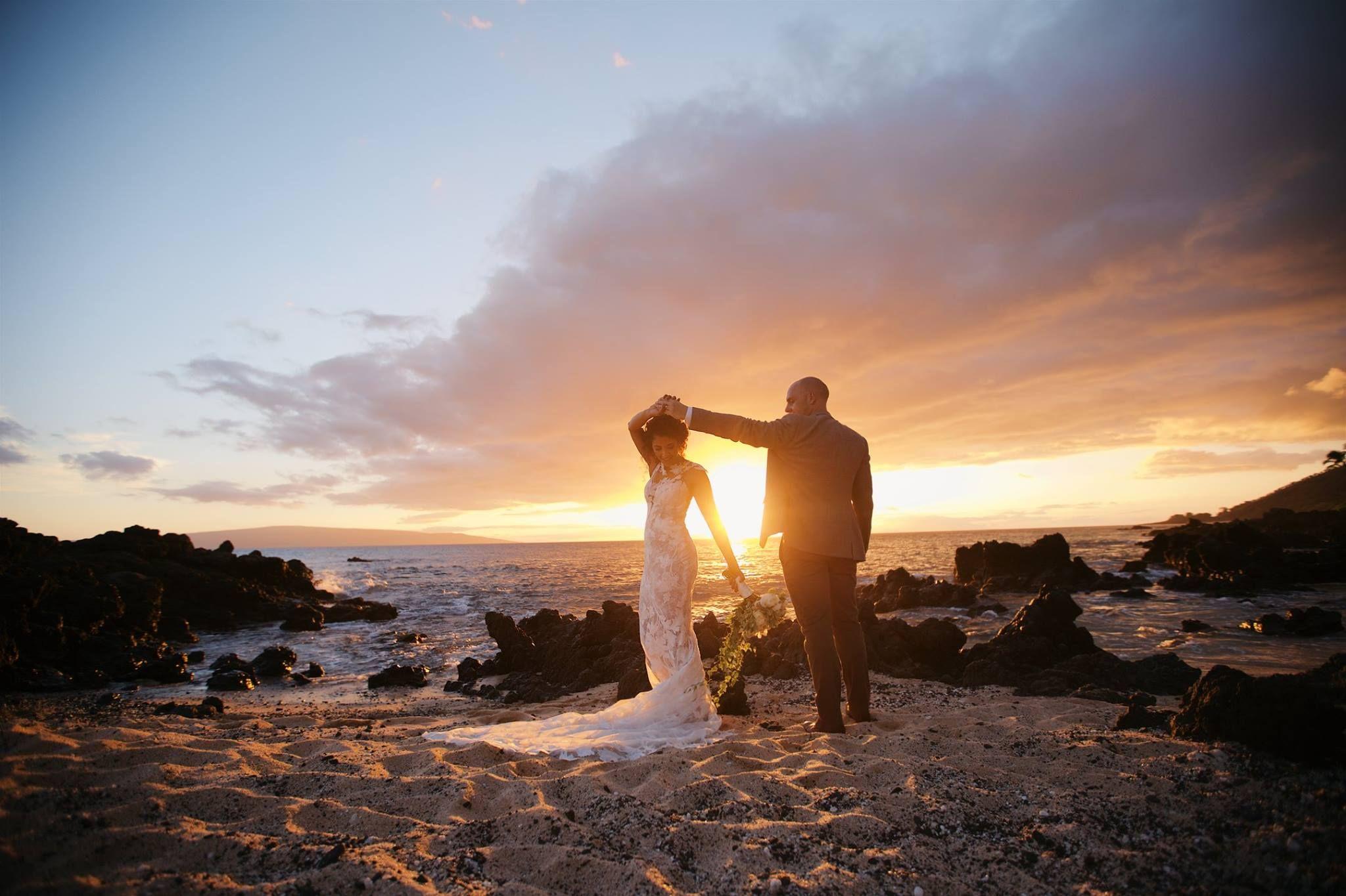 Sunrise beach wedding  Hawaii sunset and beach wedding beauty  bride and groom  Anna Kim