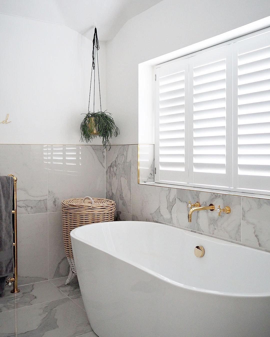 Pin Von Tania Mambo Auf House Lifestyle Badezimmer Fenster Ideen Weisse Fensterladen Innenfenster