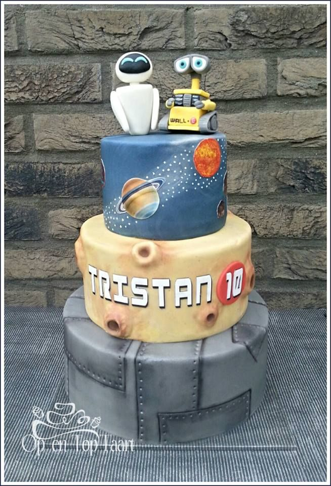 Op En Top Taart Wall E Eve Galaxy Cake Movie Cakes Disney