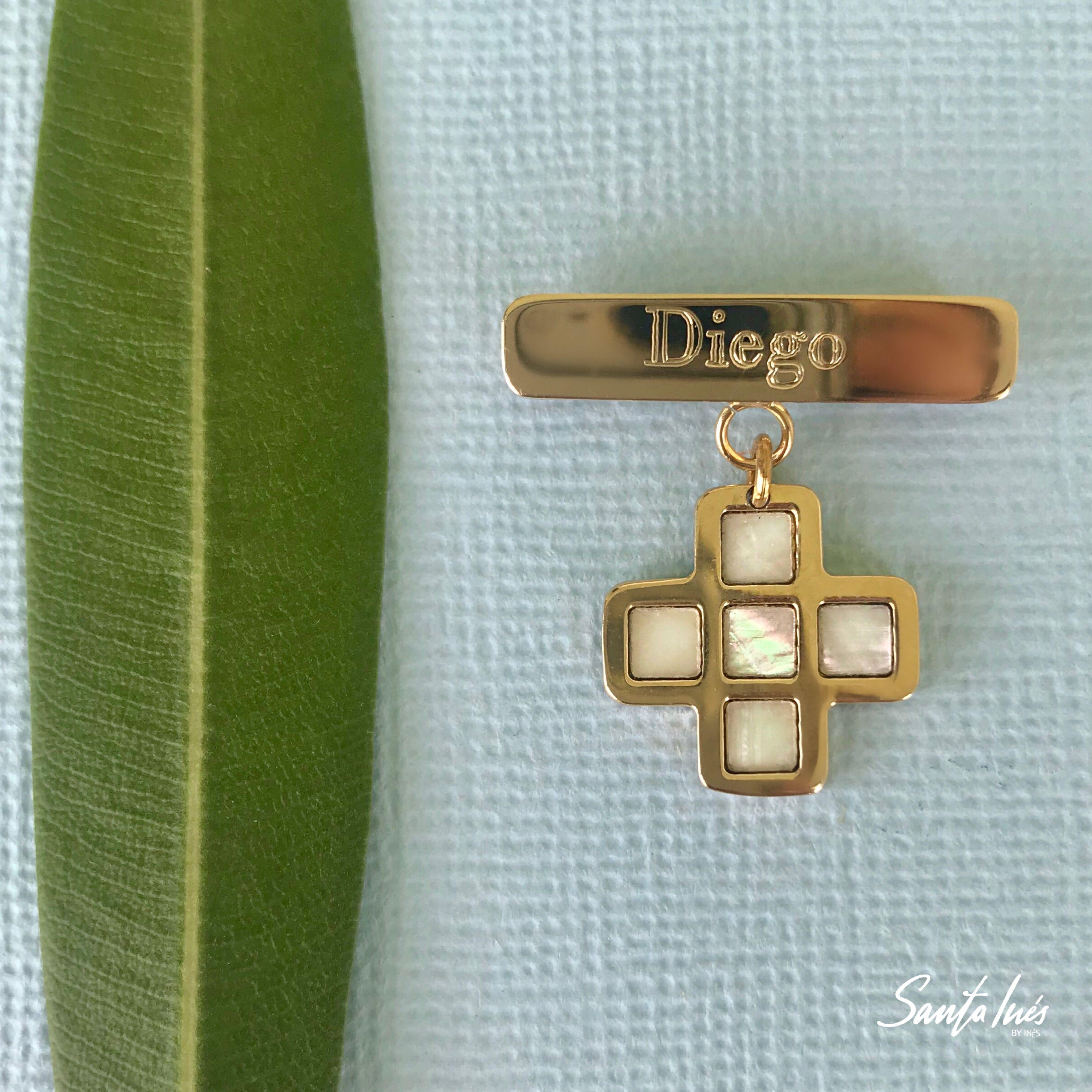46091aac7cce Cruz de concha nácar en oro 14k para bautizo de niño con seguro de barra  personalizada