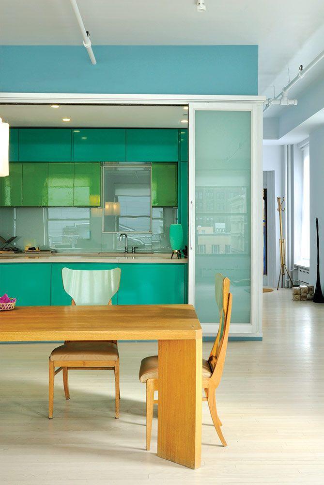 La cocina, de WoodCraft, cuyas puertas son de vidrio laminado ...