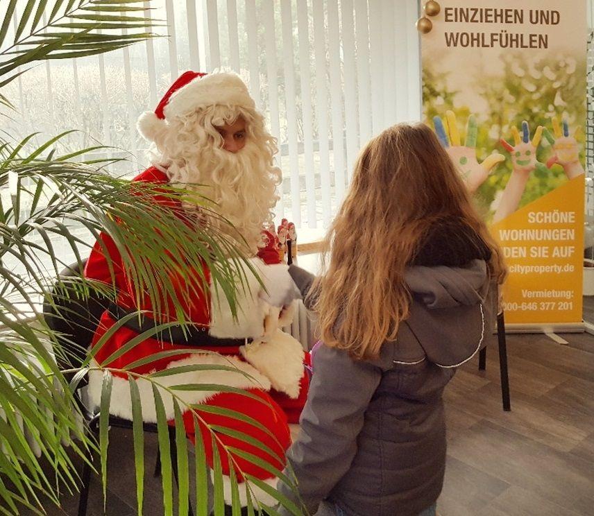 Mit Ihrer Diesjahrigen Nikolausaktion Sorgte Grand City Property Gcp Erneut Fur Gemutliche Weihnachtsstimmung Weihnachtsstimmung Weihnachten